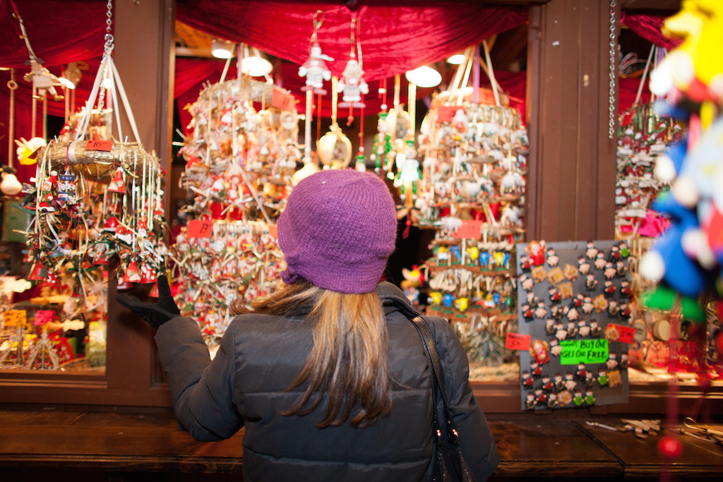 holiday-market-extravaganza