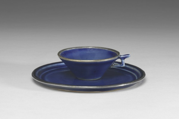 Cup and saucer with gilt decorations. Jingdezhen, Jiangxi province, Yuan dynasty (1271–1368). Porcelain with cobalt blue glaze and gilt decoration.  National Palace Museum, Taipei, Guci017371 Tian-1146-1, Guci 017370 Tian-1146. Photograph © National Palace Museum, Taipei.